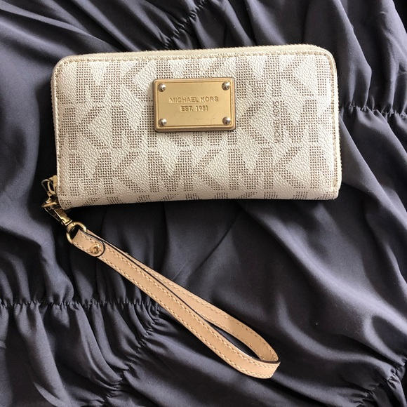 Michael Kors Handbags - white michael kors wallet